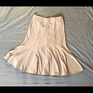 Dress Barn MIDI skirt in cream. New condition.